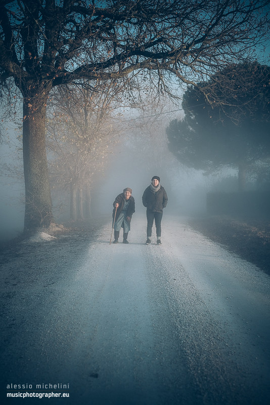 The grandmother and the niece in the fog